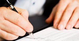 decreto-assinatura-300x157 PJBA suspende prazos processuais e atividades presenciais em Anagé durante período de lockdown