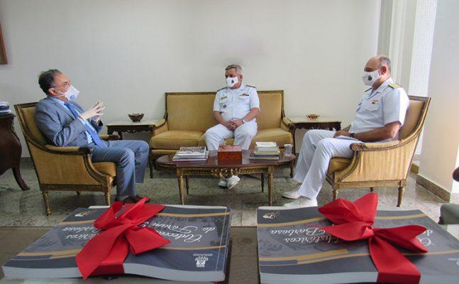 visita-comandante-2distrito-naval-1-647x400 Presidente Lourival Almeida Trindade recebe visita institucional dos Comandantes do 2º Distrito Naval